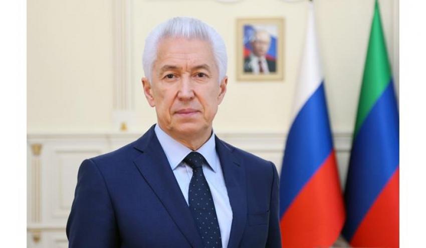 Глава Дагестана поздравил женщин с 8 марта