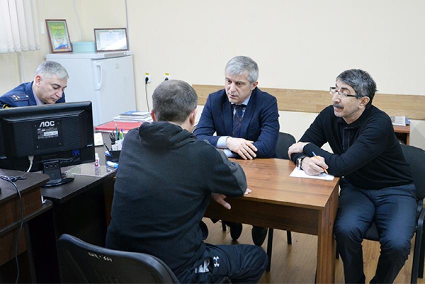 Бизнес-омбудсмен Дагестана Мурад Далгатов посетил СИЗО №1