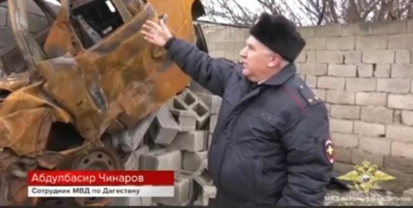 Полицейский в Дагестане спас 2 человек из горящей машины