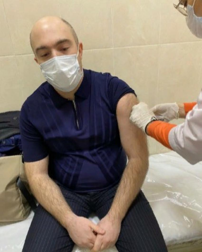 Сотрудники миннаца Дагестана вакцинировались от COVID-19