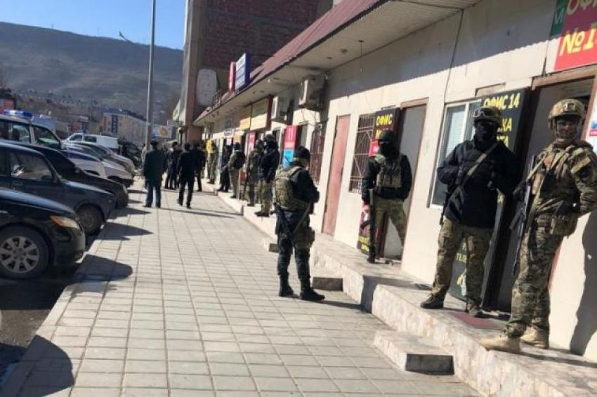 В Махачкале силовики нагрянули в пункты обмена валют