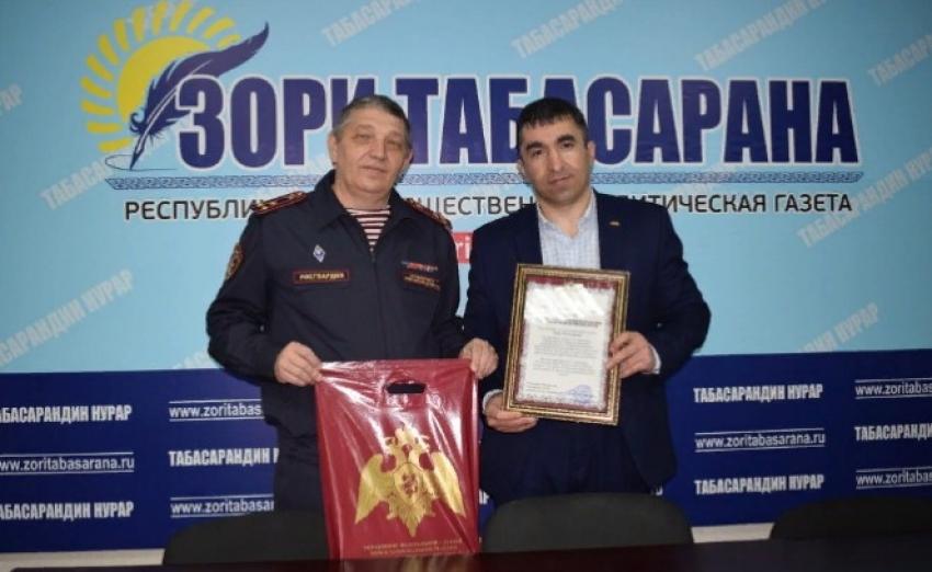 Росгвардейцы поздравили дагестанских журналистов с профессиональным праздником
