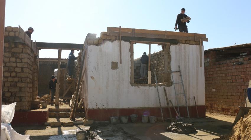В Шамхал-Термене восстанавливают дом после пожара