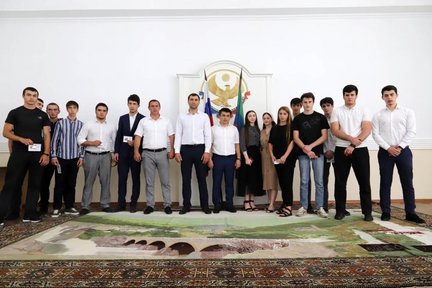 В Табасаранском районе чествовали отличников-медалистов
