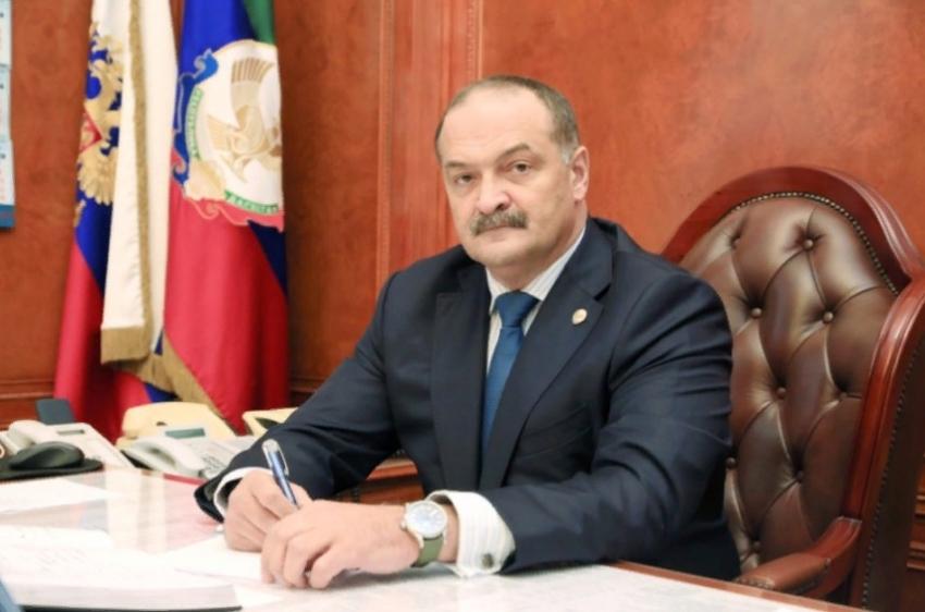 Сергей Меликов поздравил дагестанцев с Днем защитника Отечества