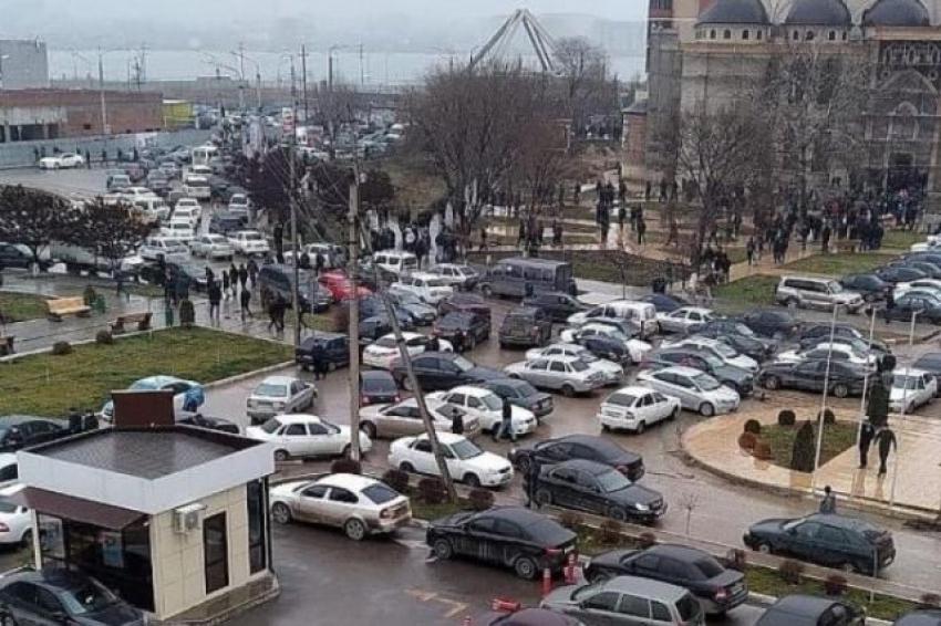 Салман Дадаев обеспокоен пробками у мечетей, которые образуются по пятницам