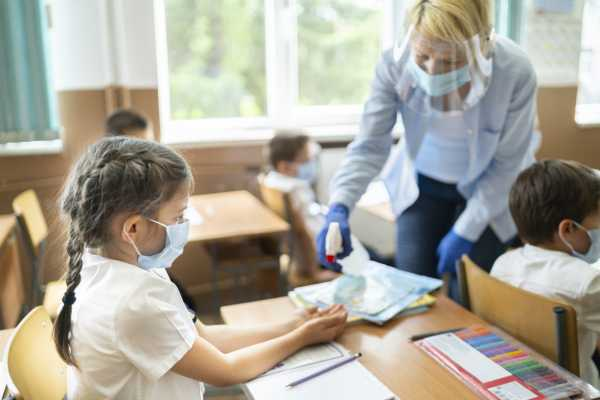 Около 90% педагогов Дагестана привились от коронавируса