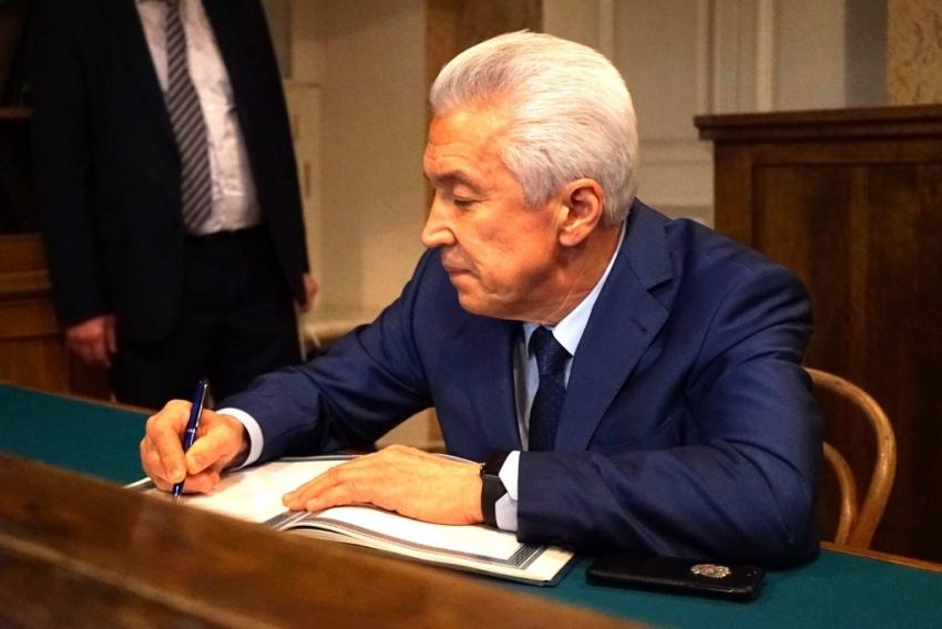 Глава Дагестана назначил стипендии деятелям культуры и искусства