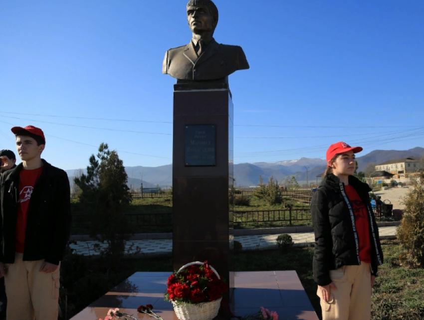 Меликов почтил память Героя России М.Нурбагандова в его родном селе