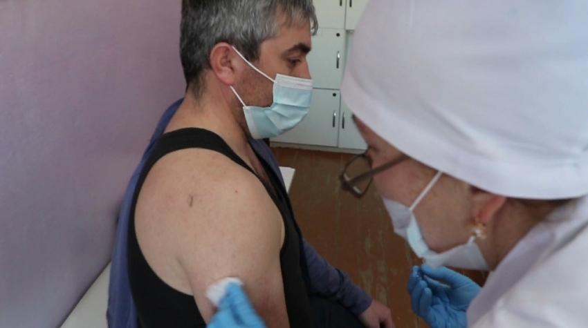 Педагоги Кайтагского района начали вакцинироваться от COVID-19