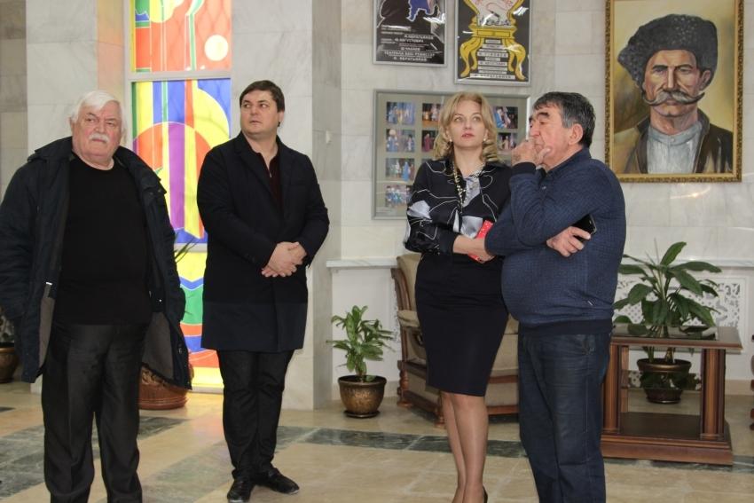 Зарема Бутаева с рабочим визитом посетила Даргинский театр