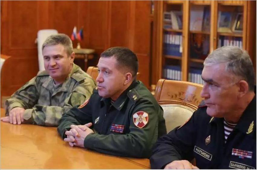Васильев встретился с командующим войск СКО Гетмановым