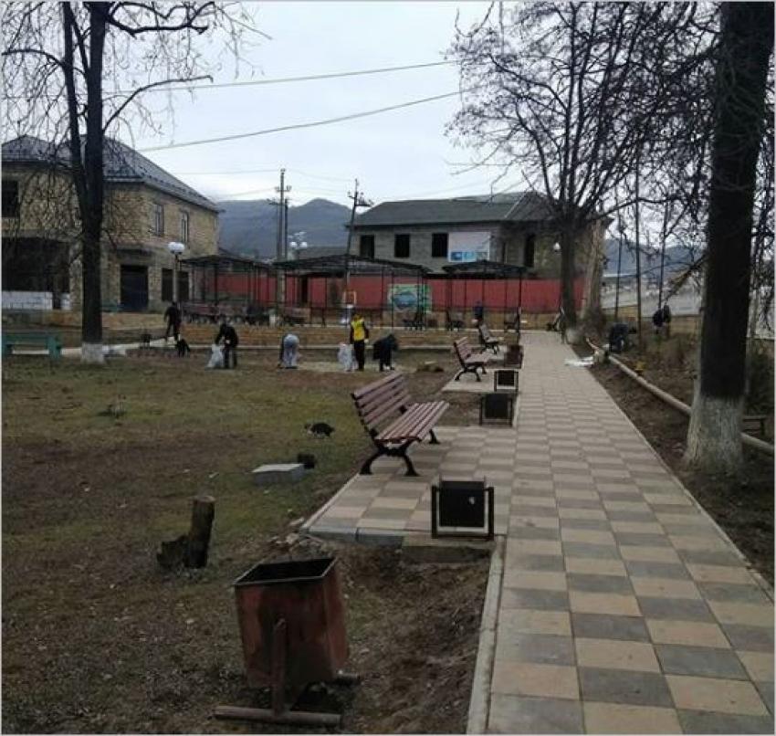 В парке с. Хучни высадят новые деревья