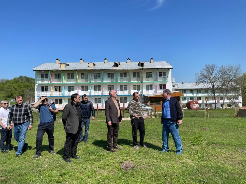 Абдулпатах Амирханов побывал на турбазе «Терменлик» в Манасауле