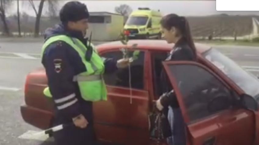 Мордовские полицейские поздравили женщин Дагестана с 8 Марта