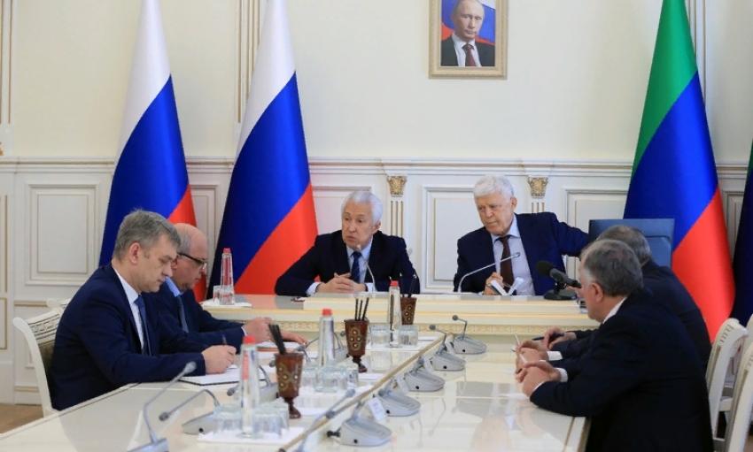 Владимир Васильев рекомендовал принять меры для безопасного проведения сессии НС РД в условиях коронавируса