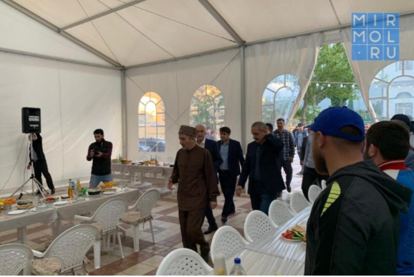 Глава Дагестана организовал ифтар в Махачкале