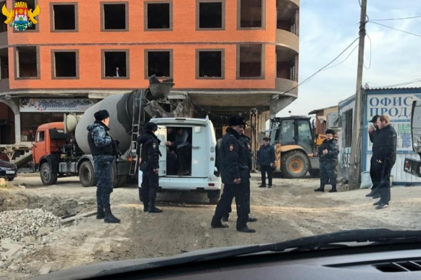 Салман Дадаев поручил приостановить самострой в Махачкале