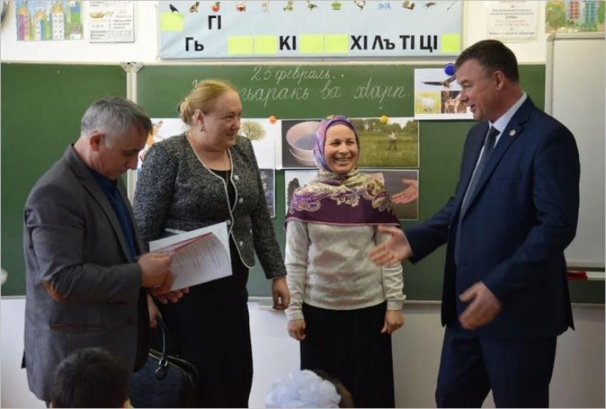 В Кизлярский район поступили новые учебники по родным языкам