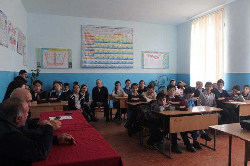 Учащиеся Хивской СОШ встретились с воинами-афганцами
