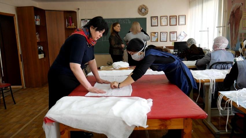 В колледже Хасавюрта наладили производство медицинских масок