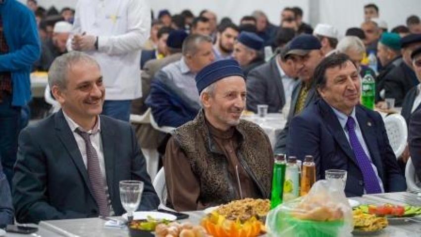 Дагестанский гуманитарный институт организовал ифтар в рамках Шатра Рамадана