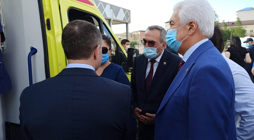Владимир Васильев и Михаил Бабич посетили новейший медцентр в Каспийске