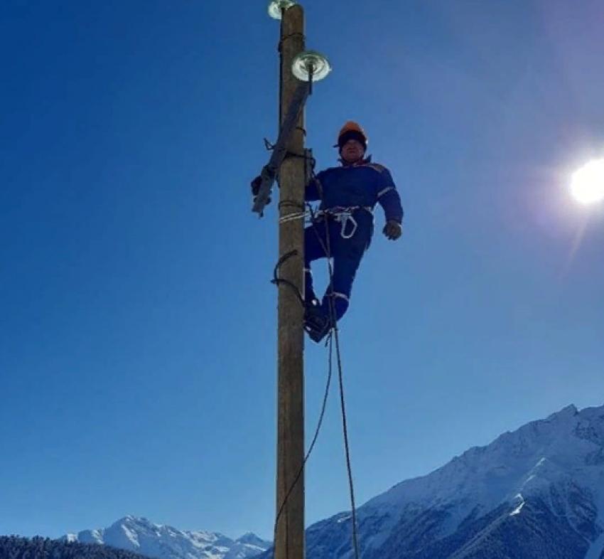 В горных районах Дагестана восстанавливают энергоснабжение