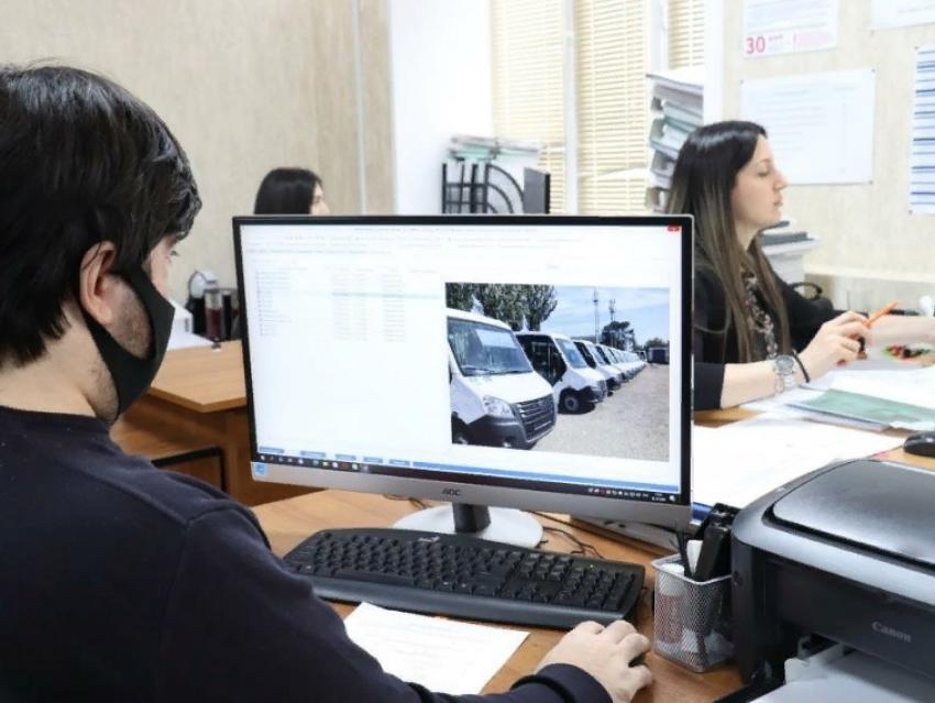 В Дагестане заработают микроавтобусы для перевозки людей с ОВЗ и устройства сопровождения пешеходов