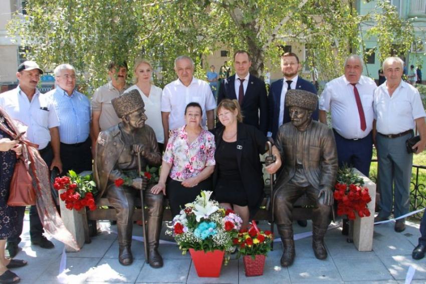 В Дагестане открыли памятник Абуталибу Гафурову и Сулейману Стальскому