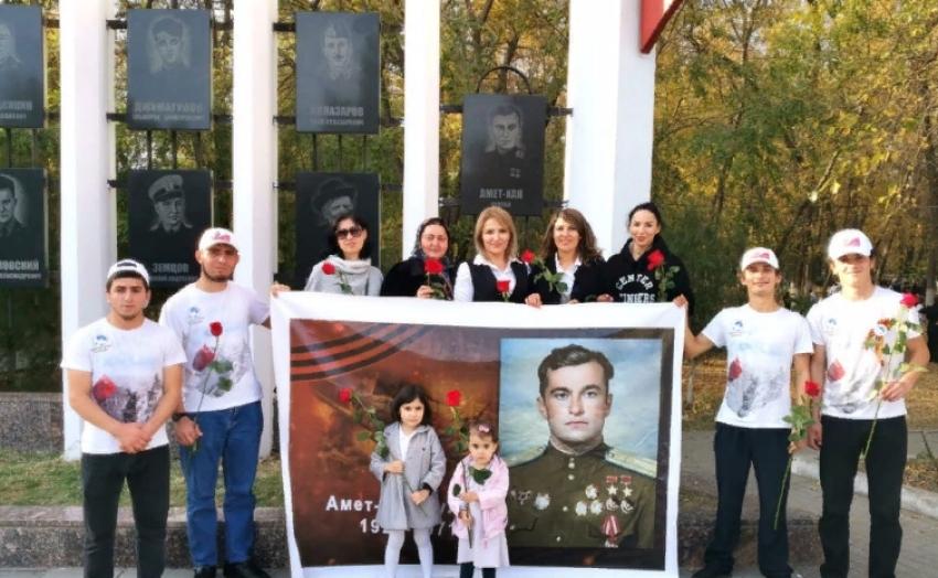 В Махачкале состоялось возложение цветов к памятнику Амет-Хану Султану