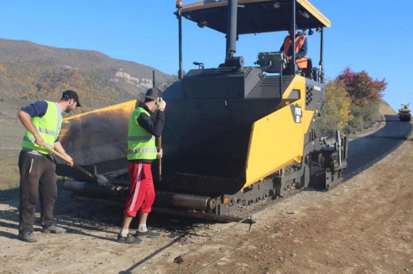 Глава Хивского района проверил ход строительства дороги в село Цудук