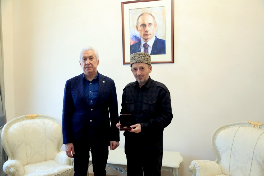 Владимир Васильев награжден орденом «За заслуги перед Уммой»
