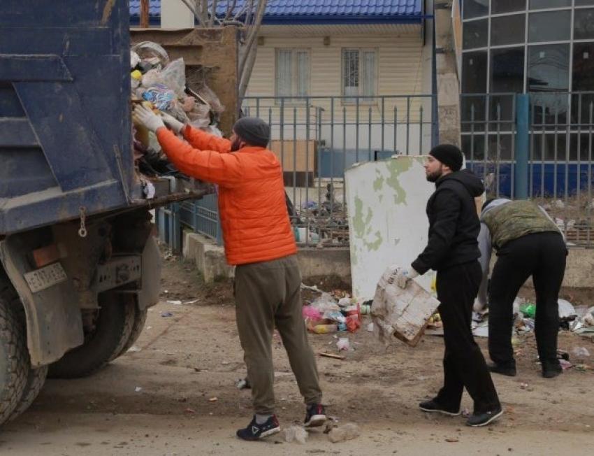 В Каспийске прошёл субботник по уборке мусора