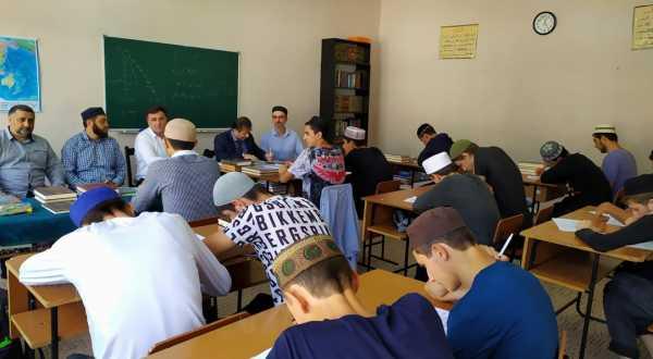 В Дагестане проходит конкурс среди учащихся духовных образовательных учреждений на знание антитеррористического  законодательства РФ