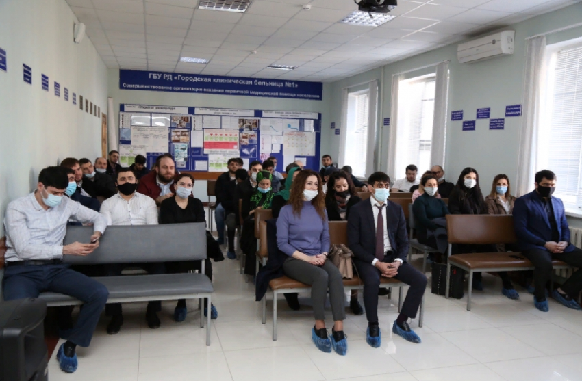 Сотрудники МФЦ Дагестана вакцинируются от COVID-19