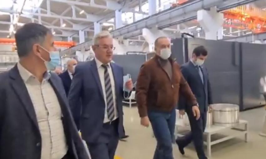 Сергей Меликов ознакомился с деятельностью завода «Дагдизель»