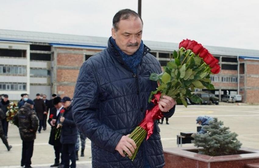 Меликов почтил память погибших во время кизлярских и первомайских событий 1996 года