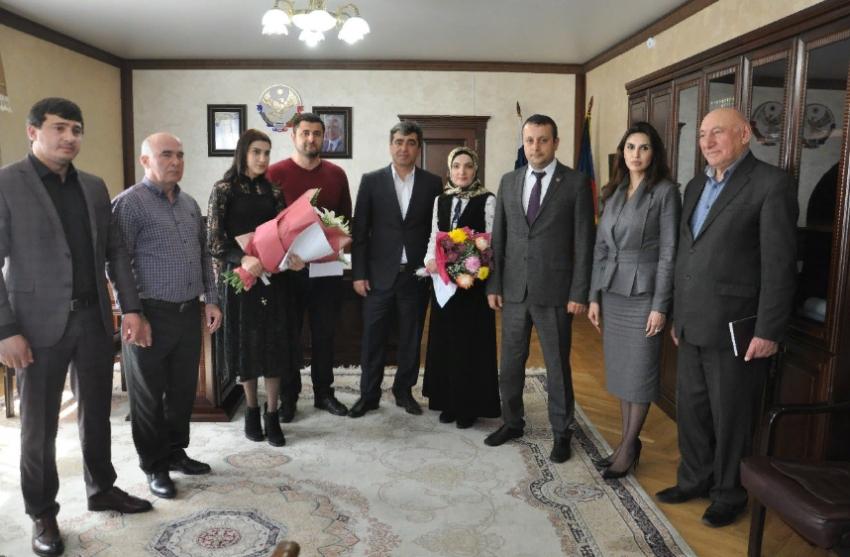 Фуад Шихиев вручил земельные сертификаты «земским врачам»