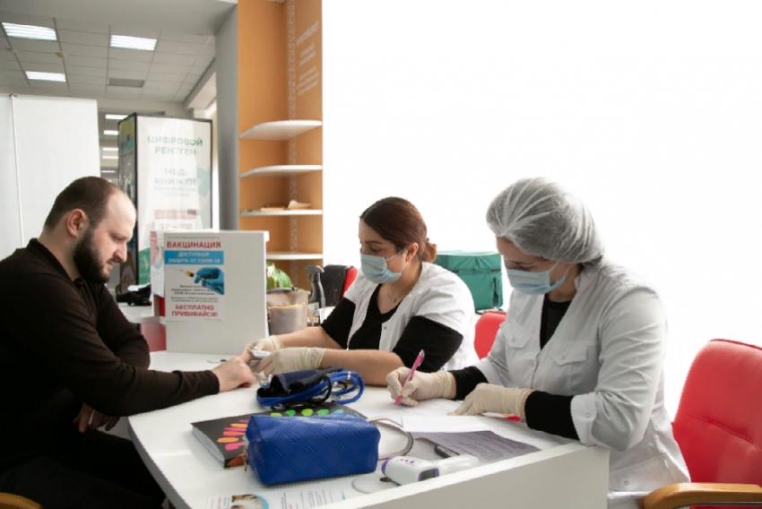 В столичном МФЦ заработал мобильный пункт вакцинации от COVID-19