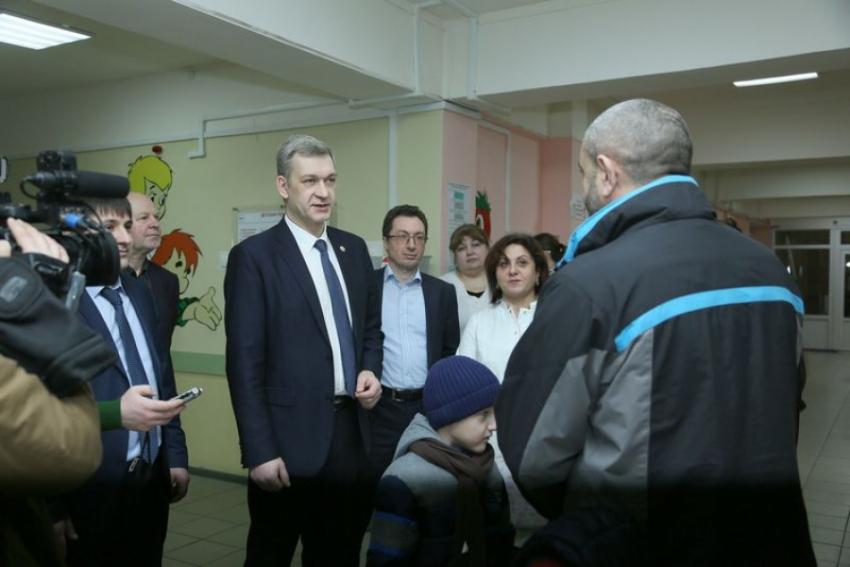 Владимир Иванов проверил работу детской поликлиники