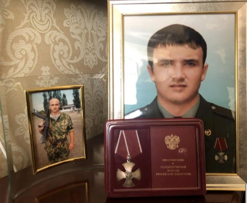 Мать кавалера ордена Мужества Марата Молчанова поздравили с Международным женским днем