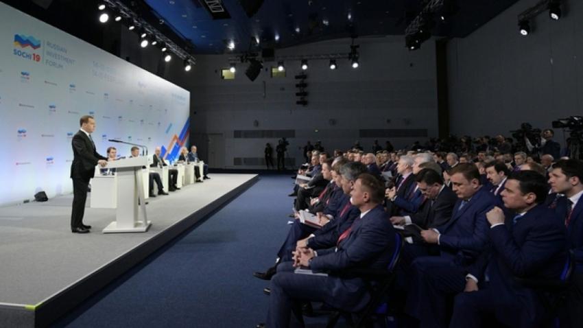 Дмитрий Медведев встретился с главами субъектов РФ в Сочи