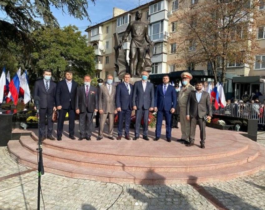 В Симферополе открыли памятник летчику-испытателю Амет-Хану Султану