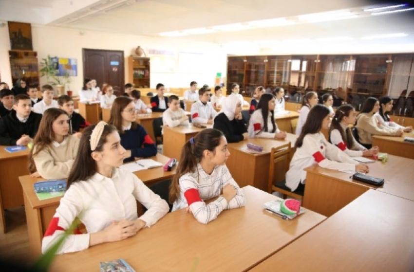 В школах Дагестана прошел Единый урок по образованию ДАССР