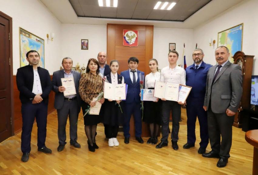 В Табасаранском районе наградили участников олимпиады по вопросам избирательного права