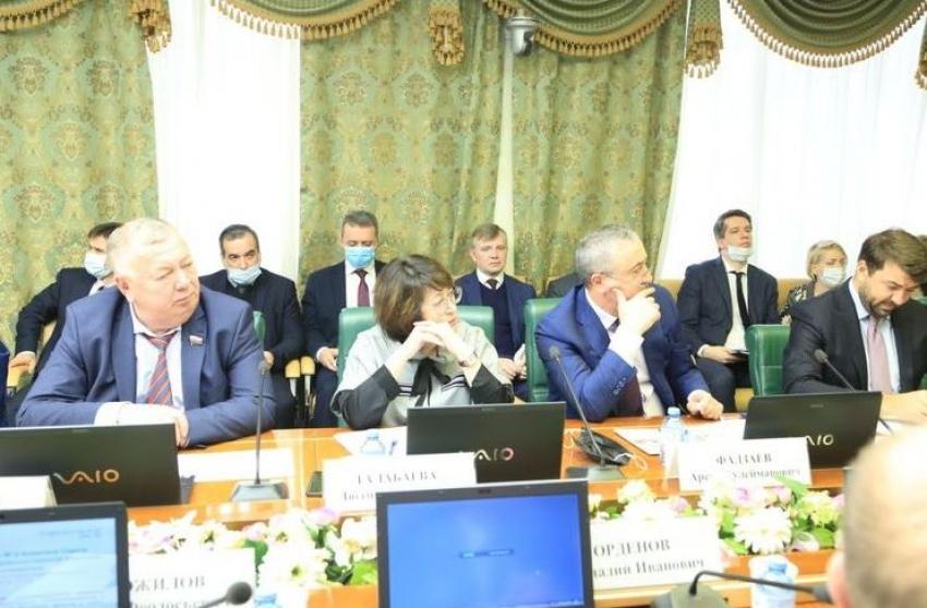 Опустынивание Кизлярских пастбищ Дагестана обсудили в Совфеде