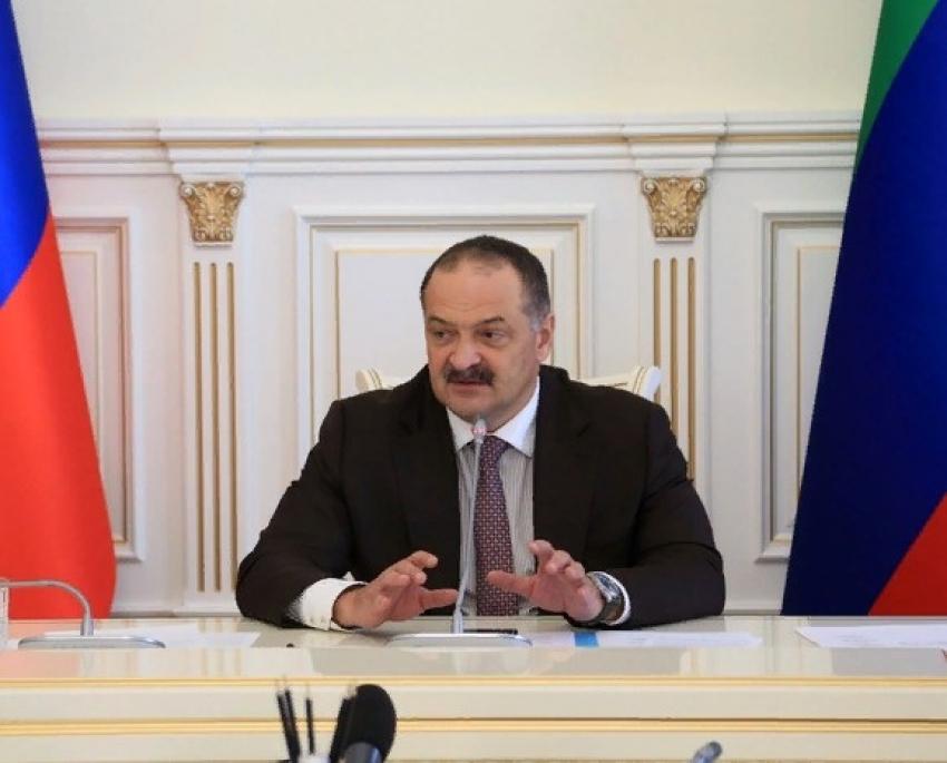 Сергей Меликов взялся за уличные щиты в Дагестане