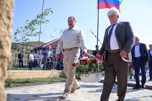 Глава Дагестана возложил цветы к памятнику бойцам Отряда Особого назначения