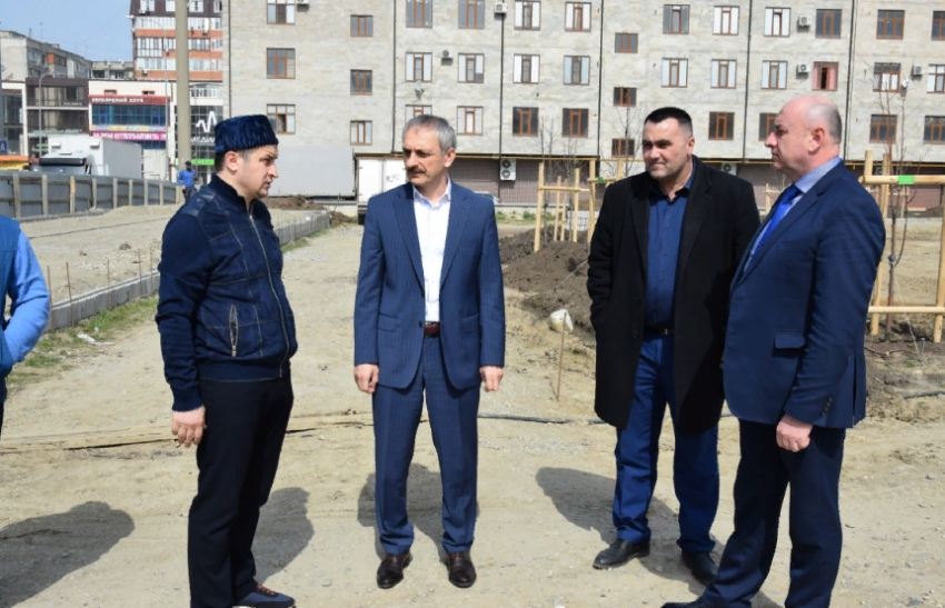 Энрик Муслимов посадил дерево в Парке памяти шахидов